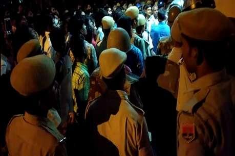 धार्मिक स्थल हटाने की आशंका से झालावाड़ में तनाव, सड़क पर उतरे लोग
