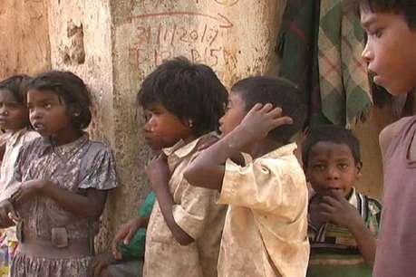 बूंद बूंद पानी को तरसे बिरहोर, आठ दिनों पर नहा पाते बच्चे