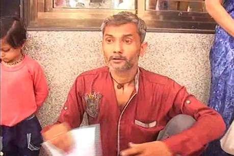 शिकायत पर कार्रवाई न होने से नाराज युवक ने जनसुनवाई में पी लिया एसिड