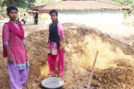 HD Image of daughters dig water well for mother साठी प्रतिमा परिणाम
