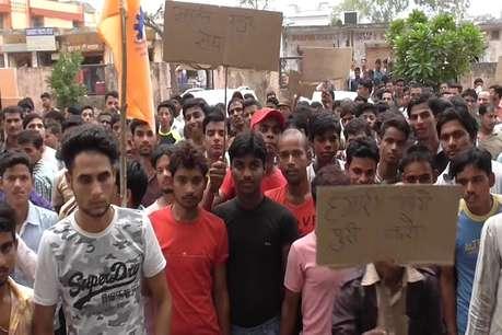 किरपालपुरा में इस्टमैंन फैक्ट्री में हड़ताल, मजदूरों ने निकाली रोष रैली