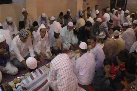 टोंक में एक रिटायर शिक्षक 32 सालों से मुस्लिम दोस्तों के लिए कर रहे हैं इफ्तार पार्टी का आयोजन