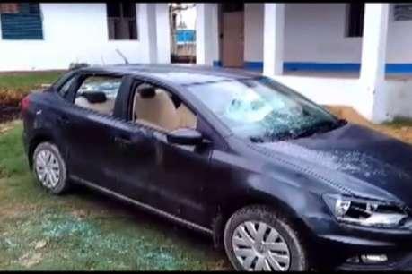 नकल रोकने से नाराज छात्रों ने कॉलेज में किया उपद्रव, कार-बाइक को किया क्षतिग्रस्त