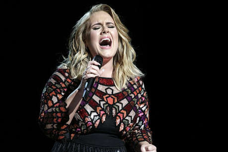मशहूर गायिका अडेल फिलहाल नहीं बोल पाएंगी 'हेलो'