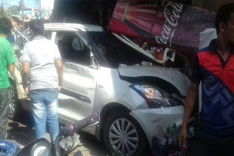 आधा दर्जन गाड़ियों को टक्कर मारते हुए दुकान में घुसी कार