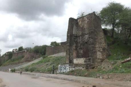 खण्हर में तब्दील होता जा रहा है खरगोन का प्राचीन किला