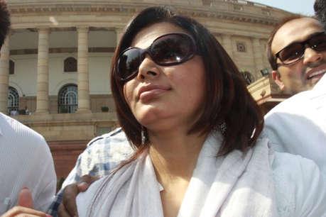 राखी सावंत के खिलाफ गिरफ्तारी वारंट जारी