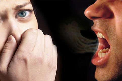 क्या आपके मुंह से भी आती है बदबू, अपनाएं ये उपाय!