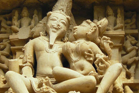 देखें: खजुराहो के मंदिरों का कामसूत्र से है क्या रिश्ता...