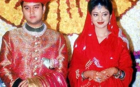ये हैं ज्योतिरादित्य की पत्नी, भारत की 50 खूबसूरत महिलाओं में हो चुकी हैं शामिल