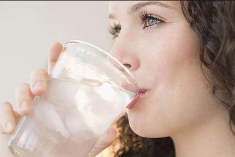 सुबह खाली पेट पानी पीने के ये फायदे जानते हैं आप?