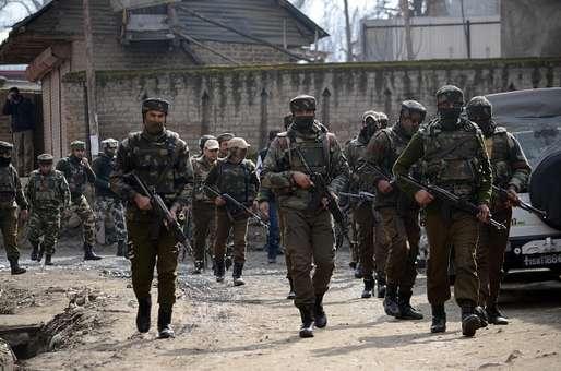 कश्मीर में सेना ने एनकाउंटर में मार गिराए 4 आतंकी, एक को जिंदा पकड़ा