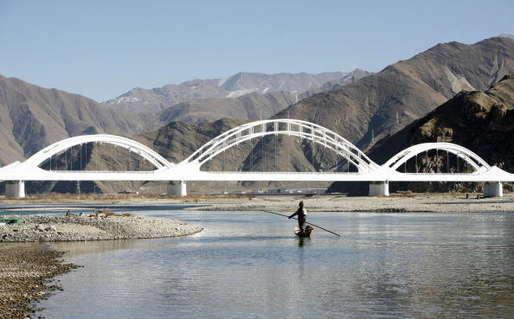 चीन ने खड़ी की भारत के लिए मुश्किलें, ब्रह्मपुत्र की सहायक नदी को रोका