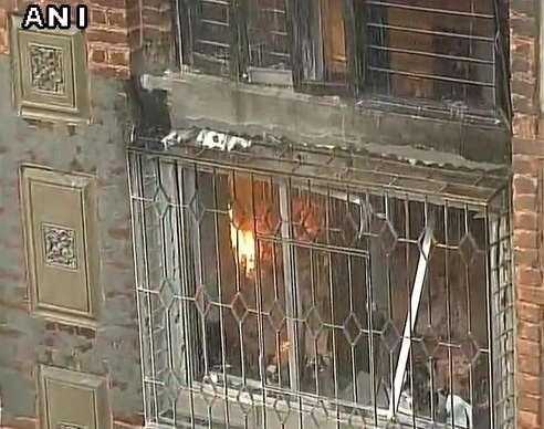 कोलकाता के बड़े बाज़ार में भीषण आग, बड़ी दुर्घटना टली
