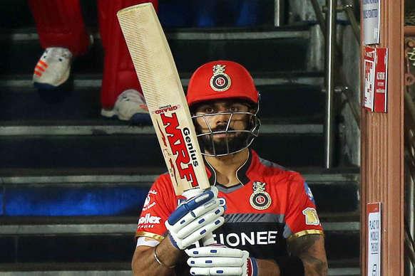 IPL-10 में 'सांप' ने कोहली को डसा, तो दोस्त रोहित को मिली 'सीढ़ी'