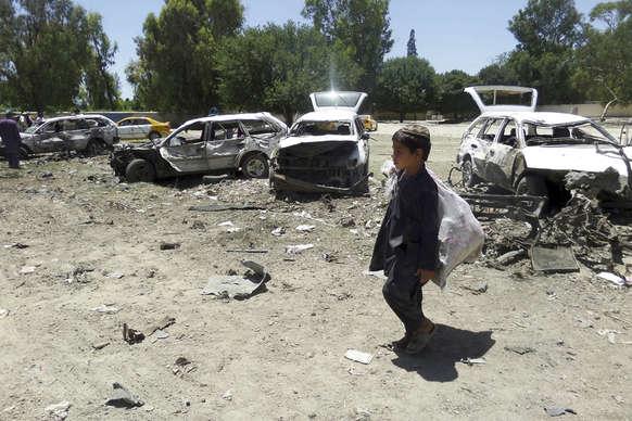 रमज़ान के पहले दिन अफगानिस्तान में कार बम धमाका, 18 की मौत