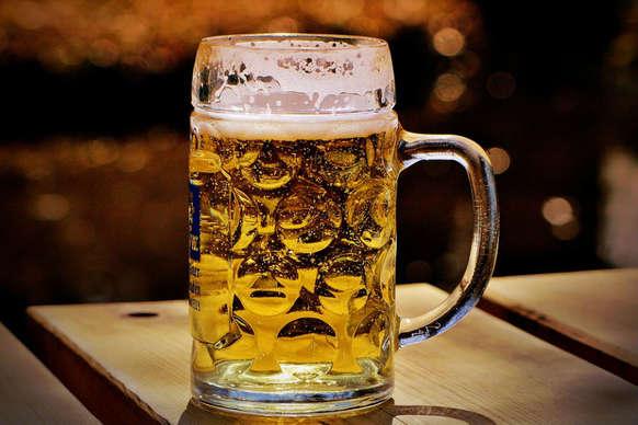 एक अच्छी बात बताएं – बीयर बहुत फायदेमंद है, अगर संतुलन में पी जाए