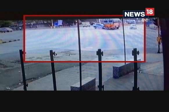 VIDEO: बस और कार में जबरदस्त भिड़ंत, कार के हुए टुकड़े