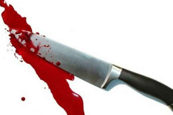पैग बनाने को लेकर दी गाली तो भाई के ही पेट में घोंप दिया चाकू