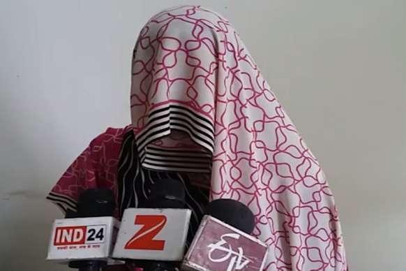 दबंगों ने मजदूर की पत्नी से किया सामूहिक दुष्कर्म, पुलिस ने दर्ज किया मारपीट का मामला