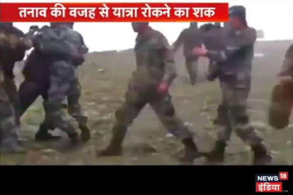 Video: इंटरनेट पर वायरल हुए एक वीडियो में भारत और चीन के सैनिक आमने सामने दिखे