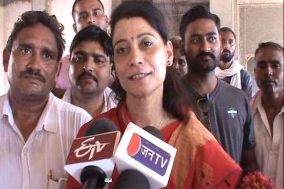 भरतपुर के जिला प्रमुख की कुर्सी को लेकर खींचतान खत्म, बीना सिंह बनी रहेंगी