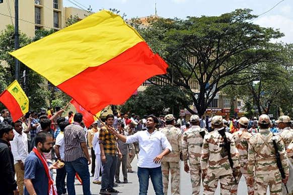 क्या भारत में राज्यों के अपने झंडे हो सकते हैं?