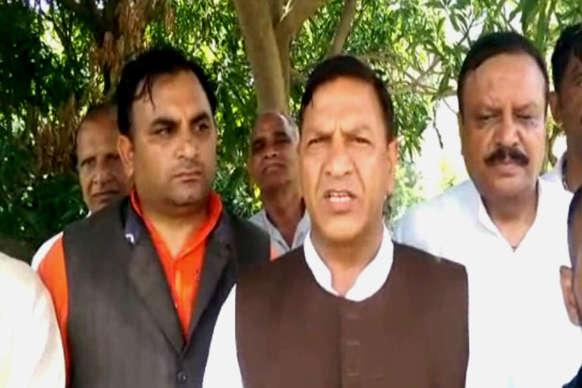 'सीएम वीरभद्र को हटाना चाहते हैं प्रदेश के कुछ मंत्री'