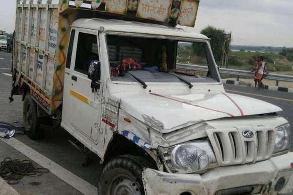 आगरा-लखनऊ एक्सप्रेस वे पर भीषण सड़क हादसा, 2 की मौत
