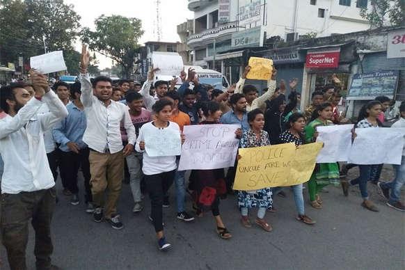 हिमाचल में छात्रा को इंसाफ़ दिलाने के लिए ऋषिकेश में कैंडल मार्च