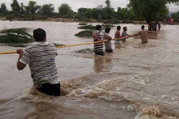 रसियावास में पानी में फंसे 24 लोगों को ग्रामीणों ने निकाला