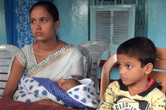 नक्सली मुठभेड़ में शहीद की पत्नी ने सरकार से लगाई नौकरी की गुहार