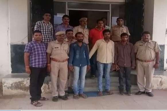 करोड़ों रुपए की ठगी करने वाले तीन भाईयों को पुलिस ने किया गिरफ्तार
