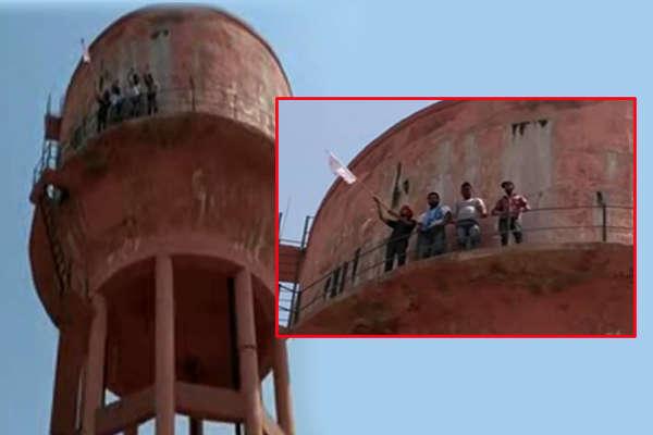 छात्रों ने लगाई शहीद भगत सिंह की मूर्ति, तो पुलिस ने कर दिया लाठीचार्ज