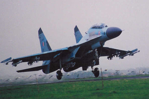 चीन सीमा के पास मिला लापता सुखोई-30 विमान का मलबा, ऑपरेशन जारी