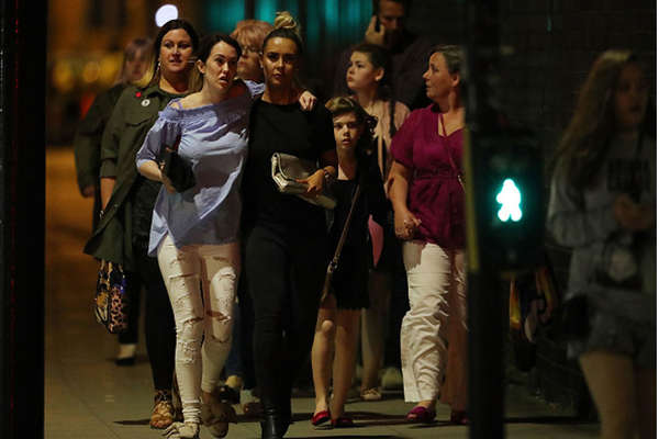 मैनचेस्टर ब्लास्ट: लंदन में धमाकों के बाद ऐसा था माहौल, सामने आया वीडियो