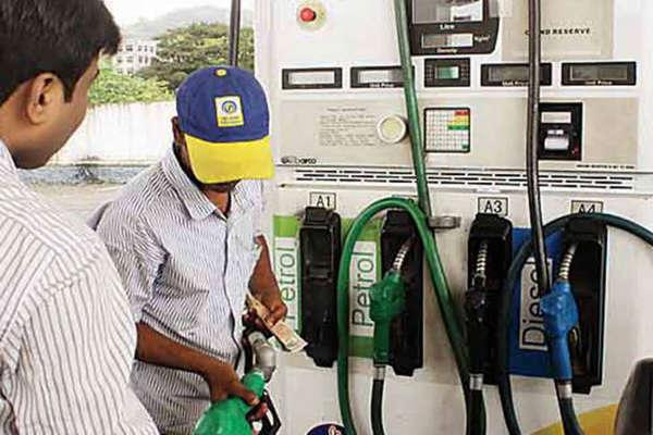 उत्तराखंड में पेट्रोल-डीजल के दाम घटे, जानें क्यों हुई यह कटौती?