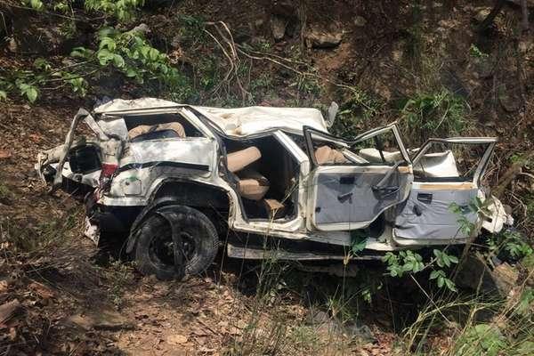 श्रद्धालुओं की गाड़ी खाई में गिरी, एक ही परिवार के छह लोगों समेत 7 की मौत