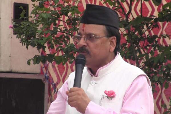 कांग्रेस उकसा रही है किसानों को आत्महत्या के लिएः अजय भट्ट