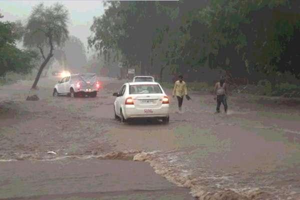 राजस्थान: माउंट आबू में 66 इंच बारिश के बाद अलर्ट, स्कूलों में छुट्टी