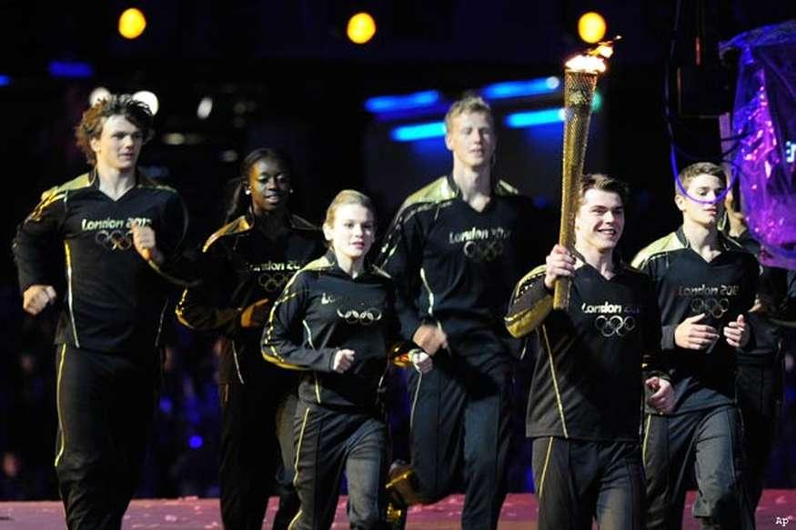 सात युवा एथलीटों ने ओलंपिक की ज्योति जलाई