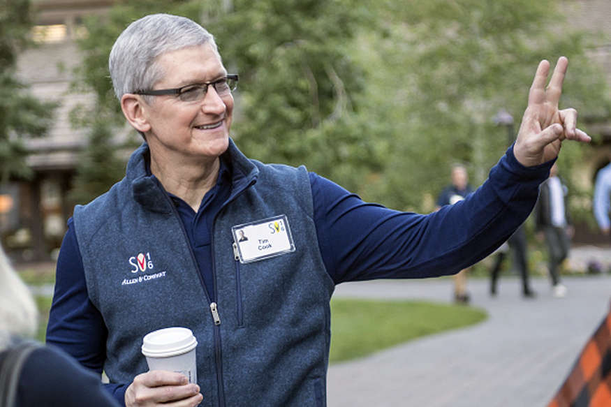 आईफोन की बिक्री घटने पर एप्पल ने सीईओ टिम कुक के वेतन में की कटौती