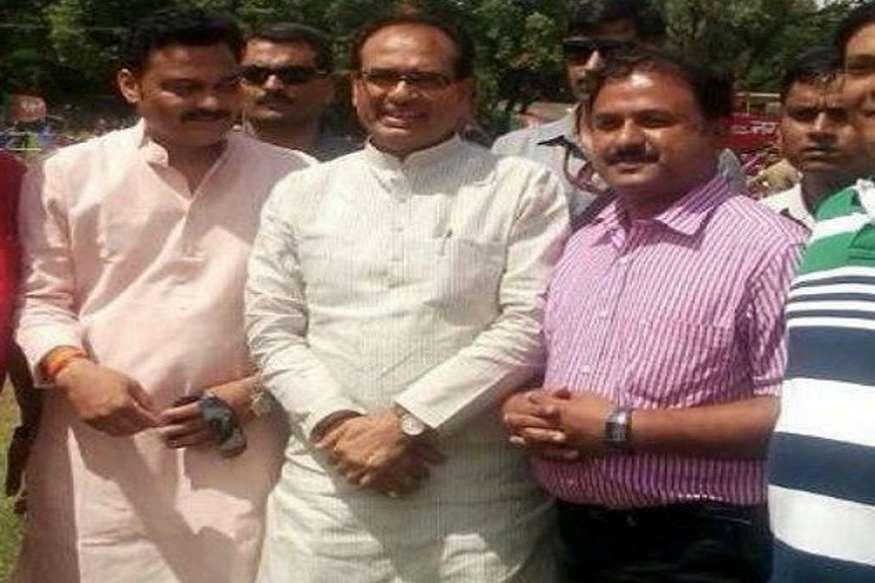 500 करोड़ रुपए के हवाला आरोपी के साथ सीएम शिवराज और मंत्री की तस्वीर