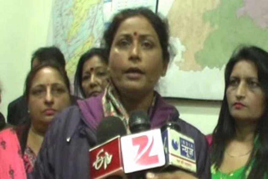 'पुलिस थानों में संवेदनशीलता के साथ नहीं सुने जा रहे महिलाओं के मामले'
