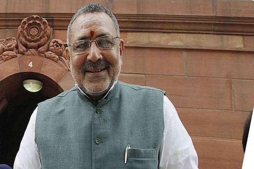 केंद्रीय मंत्री ने पीएम नरेंद्र मोदी को बताया खादी का नया ब्रांड अंबेसडर