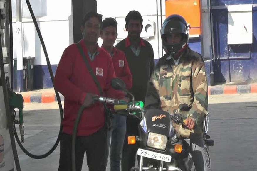 पेट्रोल पंप पर हेलमेट नहीं पहना होगा तो नहीं मिलेगा पेट्रोल