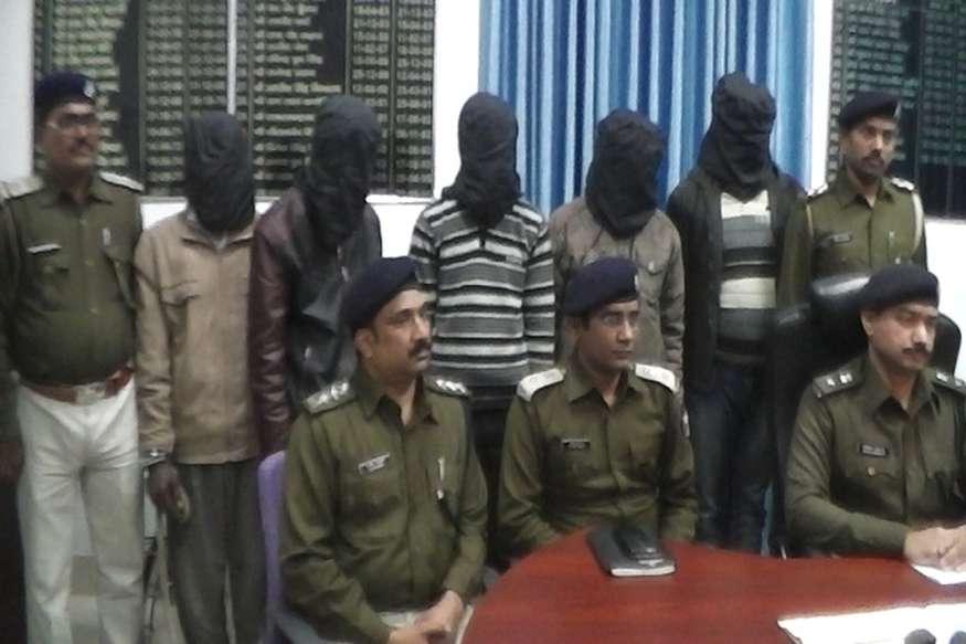 मुजफ्फरपुर पुलिस के हत्थे चढ़ा हाईवे लुटेरा गैंग, हथियार बरामद