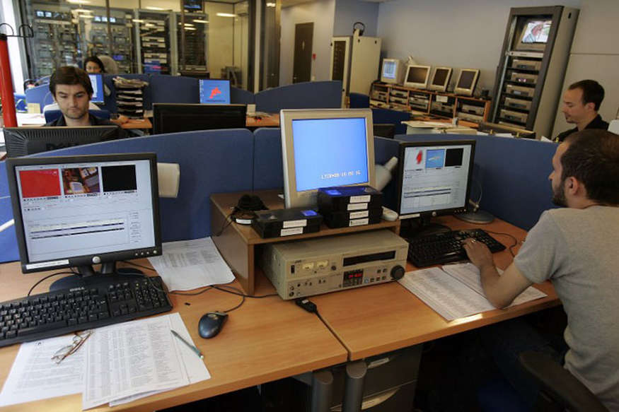 ब्रिटेन में तकनीक से मंडराया नया खतरा, ढाई लाख नौकरियां छीन लेंगे रोबोट!