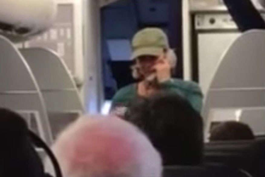 डोनाल्ड ट्रंप की बुराई पड़ी महंगी, लेडी पायलट को प्लेन से बाहर निकाला