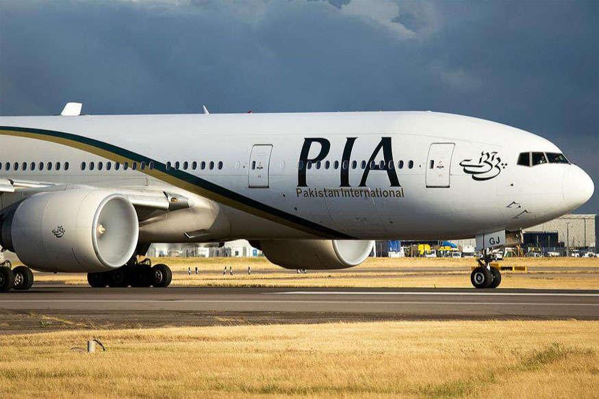 पाक एयरलाइंस ने तोड़े नियम, फ्लाइट में 7 यात्रियों को खड़े-खड़े जाना पड़ा मदीना